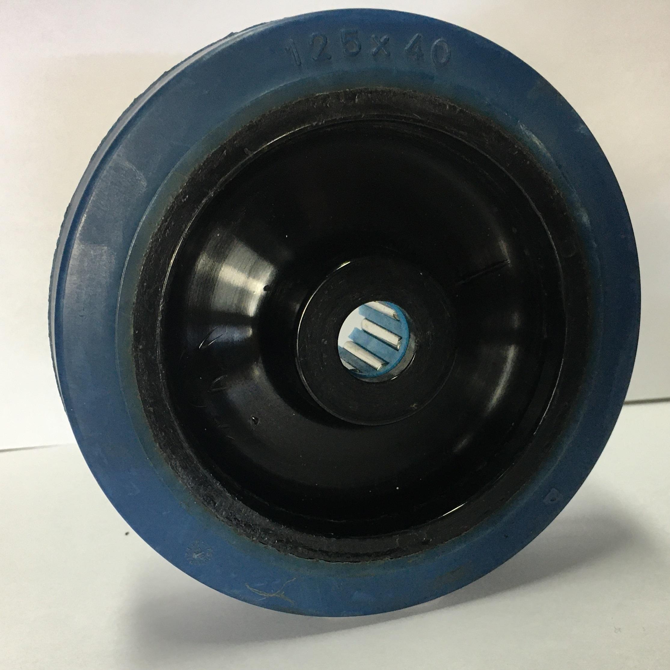 Ruote serie LB Ruote in gomma elastica antitraccia blu con mozzo in polyammide 6 neroo. Disponibili con cuscinetti a sfere di precisione schermati o inox a tenuta st agna; rullini standard o inox o a foro passante. Organo di rotolamento: cuscinetto a rullini inox.