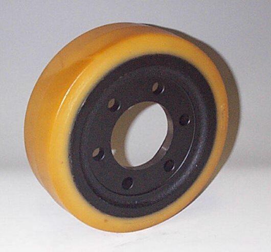 Ruote serie VM Ruote motrici in Vulkollan® [Desmodur 15 - lic. Bayer]. Durezza rivestimento 93 +/-3 Sh.A La portata è riferita ad una velocità di 6 km/h. <br/>N.6 fori diametro 14 mm su raggio di 56 mm.