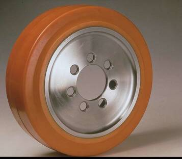 Ruote serie VM Ruote motrici in Vulkollan® [Desmodur 15 - lic. Bayer]. Durezza rivestimento 93 +/-3 Sh.A La portata è riferita ad una velocità di 6 km/h. <br/>N.7 fori diametro 18,5 mm su raggio di 56 mm.