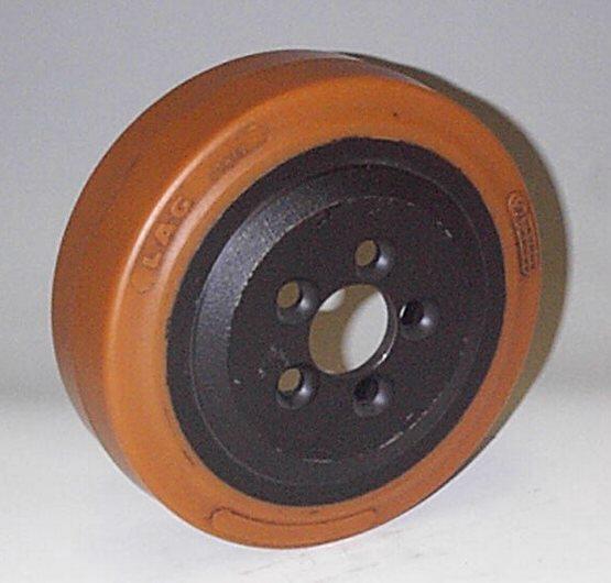 Ruote serie ZM Ruote motrici in poliuretano durezza 95+/-3Sh.A. La portata è riferita ad una velocità di 6 km/h. <br/>N.5 fori diametro 13 mm su raggio di 35 mm.