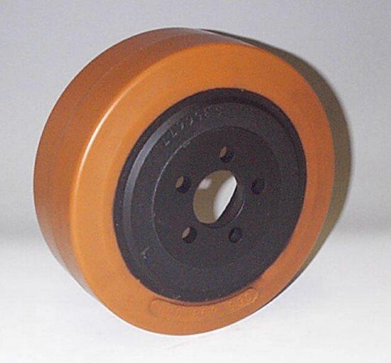Ruote serie ZM Ruote motrici in poliuretano durezza 95+/-3Sh.A. La portata è riferita ad una velocità di 6 km/h. <br/>N.5 fori diametro 12,5 mm su raggio di 35 mm.