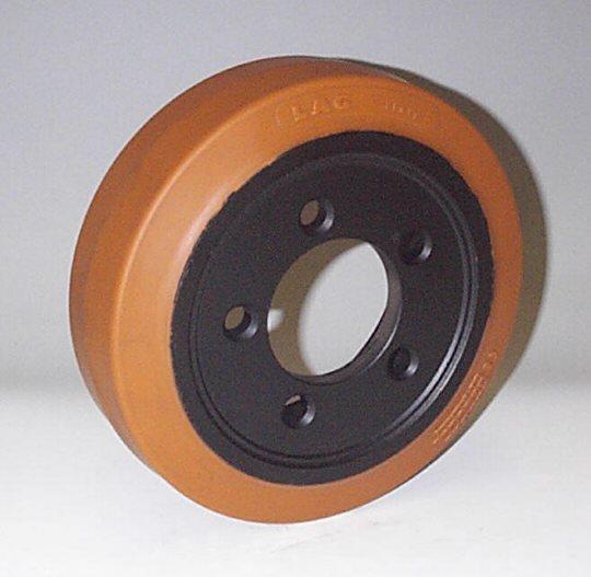 Ruote serie ZM Ruote motrici in poliuretano durezza 95+/-3Sh.A. La portata è riferita ad una velocità di 6 km/h. <br/>N.5 fori diametro 15 mm su raggio di 56 mm.