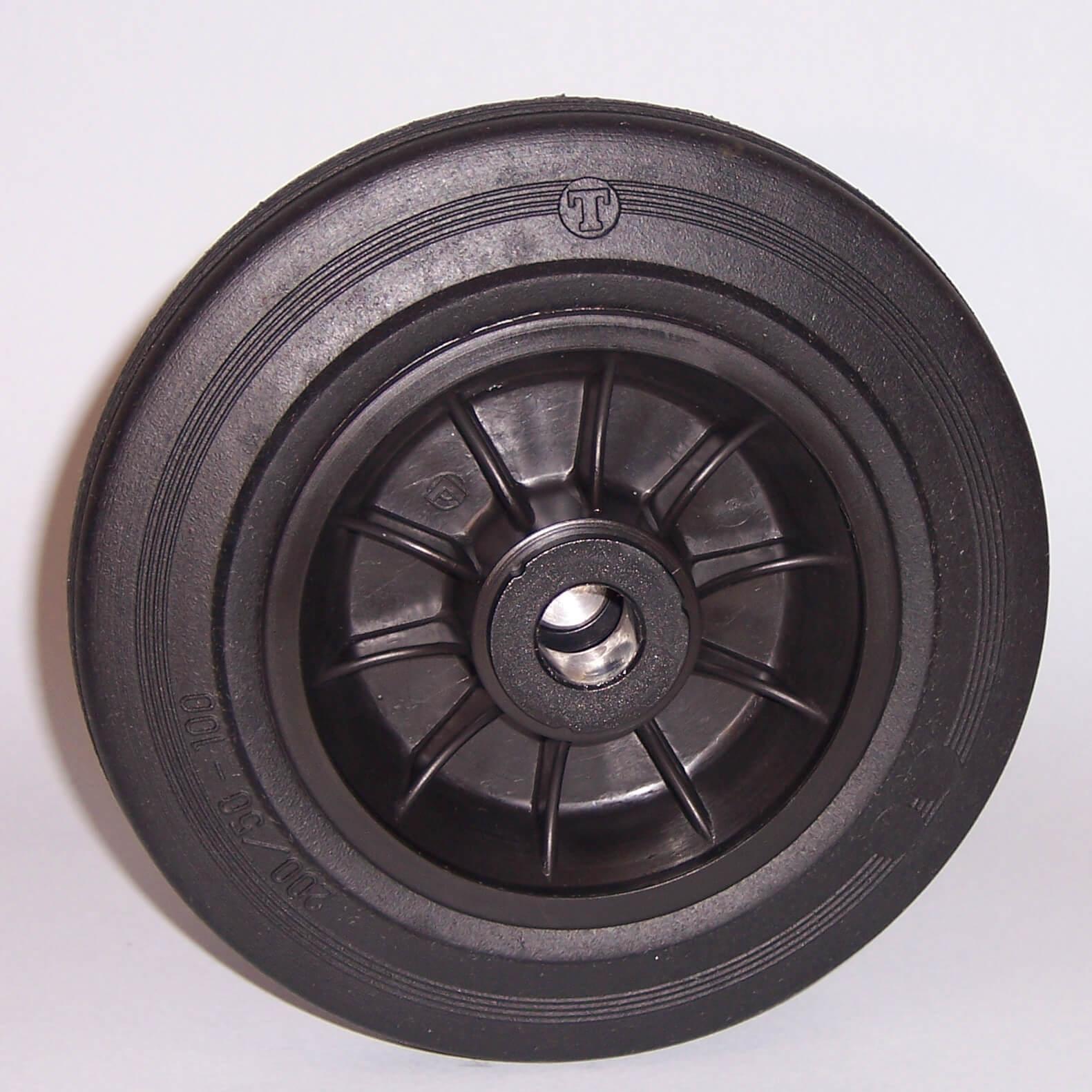Ruote serie D Ruote con anello in gomma nera, mozzo in materiale termoplastico disponibili con cuscinetti rullini o con boccole di nylon. Organo di rotolamento della ruota: boccola.