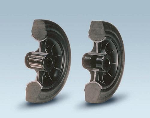 Ruote serie D DELTA - Ruote con anello in gomma nera, mozzo in materiale termoplastico disponibili con cuscinetti rullini o con boccole di nylon.