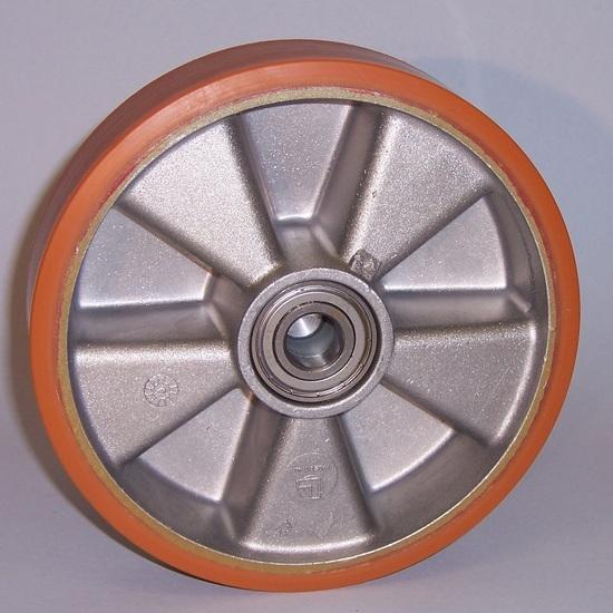 Ruote serie T Ruote con battistrada in poliuretano colato 95Sh.A e mozzo in alluminio pressofuso; disponibili con cuscinetti a sfere o a rullini. Organo di rotolamento: cuscinetto a rullini.