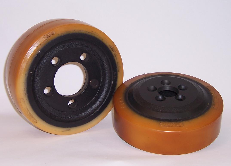 Ruote serie VM VULKO-MOB - Ruote motrici in Vulkollan® [Desmodur 15 - lic. Bayer]. Durezza rivestimento 93 +/-3 Sh.A La portata è riferita ad una velocità di 6 km/h.