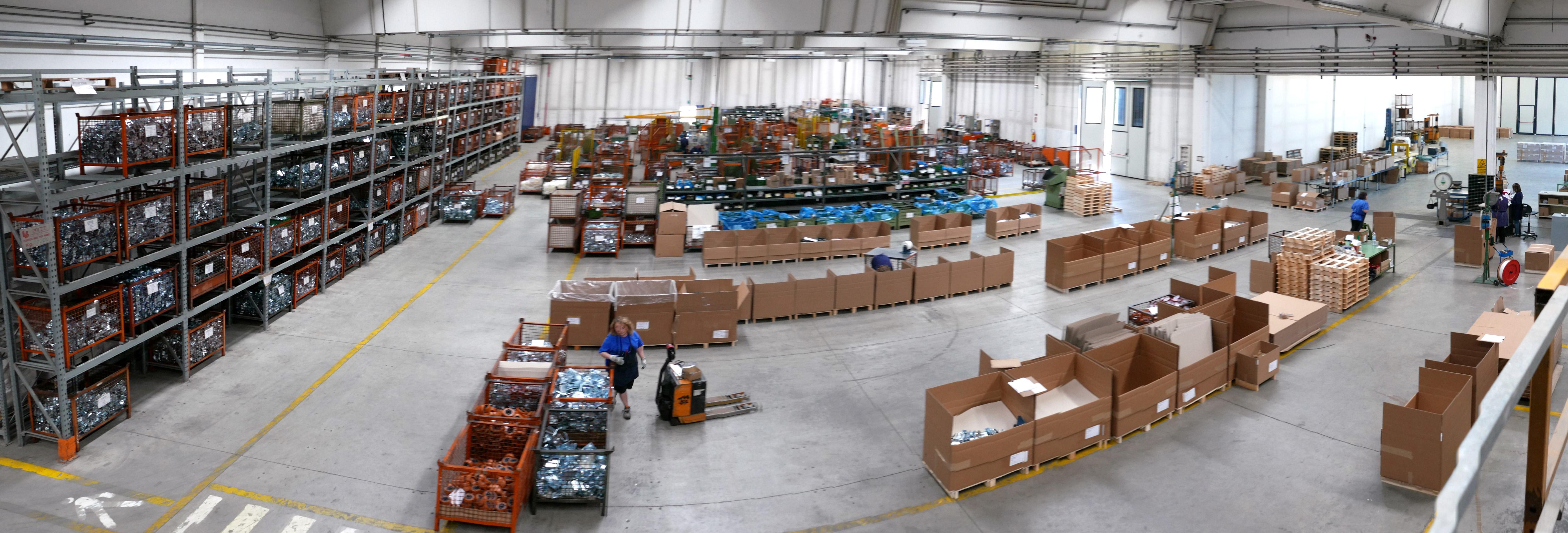 interno magazzino ruote LAG S.p.a.